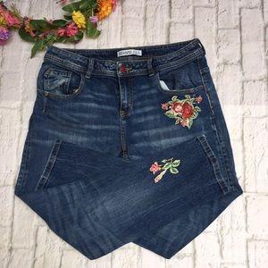 Zara Embroidered Floral Boyfriend Skinny Jeans